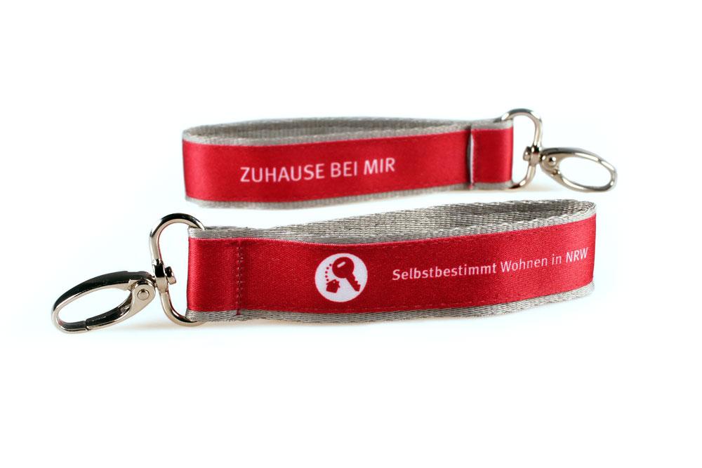 Schluesselanhaenger Bedrucken Bunt Logo Filz Alternative Shortstrap Guenstig Kaufen 25mm Doppelt Band Auf Band Satinband Magenta Grau