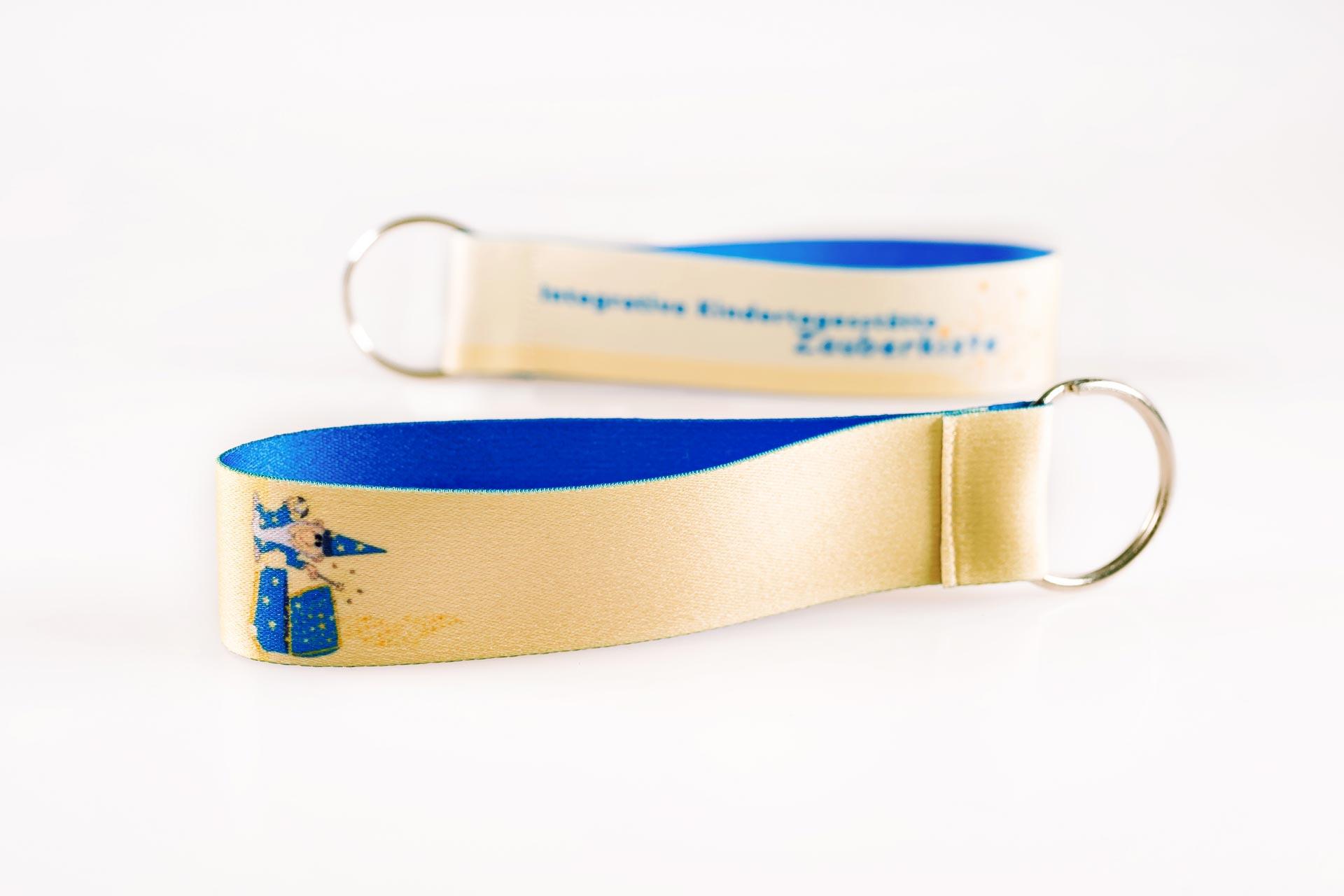 Schluesselanhaenger Bedrucken Logo Filz Alternative Shortstrap Guenstig Kaufen 25mm Buntdruck Satinband